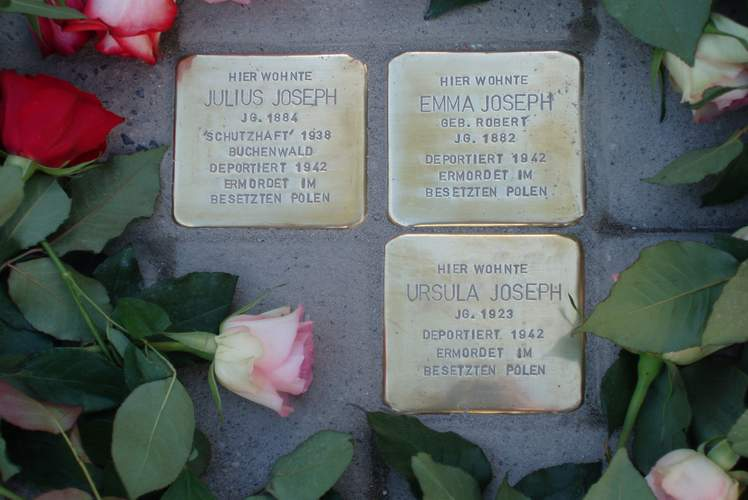 http://magdeburger-chronist.de/md-chronik/start/Stolpersteine.JPG